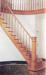 Одномаршевая прямая лестница на косоуре
