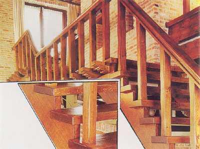 """Деревянная лестница на косоурах с двумя промежуточными площадками в """"деревенском"""" стиле"""