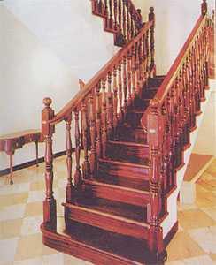 Левая четвертьоборотная двухмаршевая лестница на косоурах
