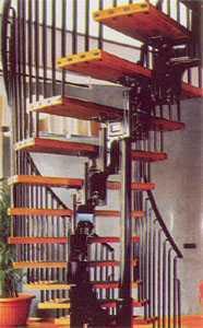 Винтовая лестница на металлическом трансформируемом косоуре с центральной стойкой
